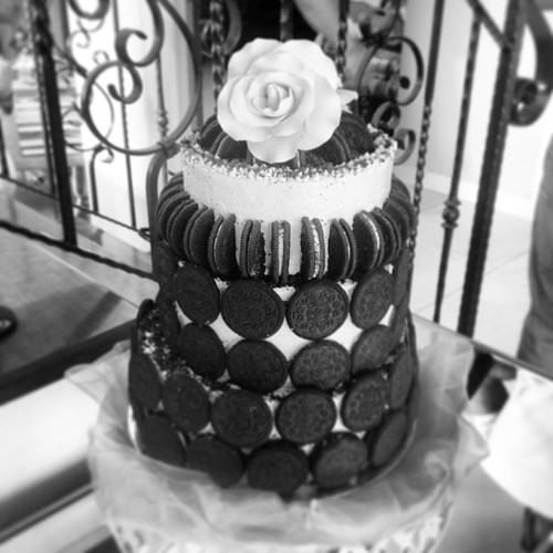 oreo wedding cake mold oreo chocolate ganache wedding cake with toblerone robed 18058