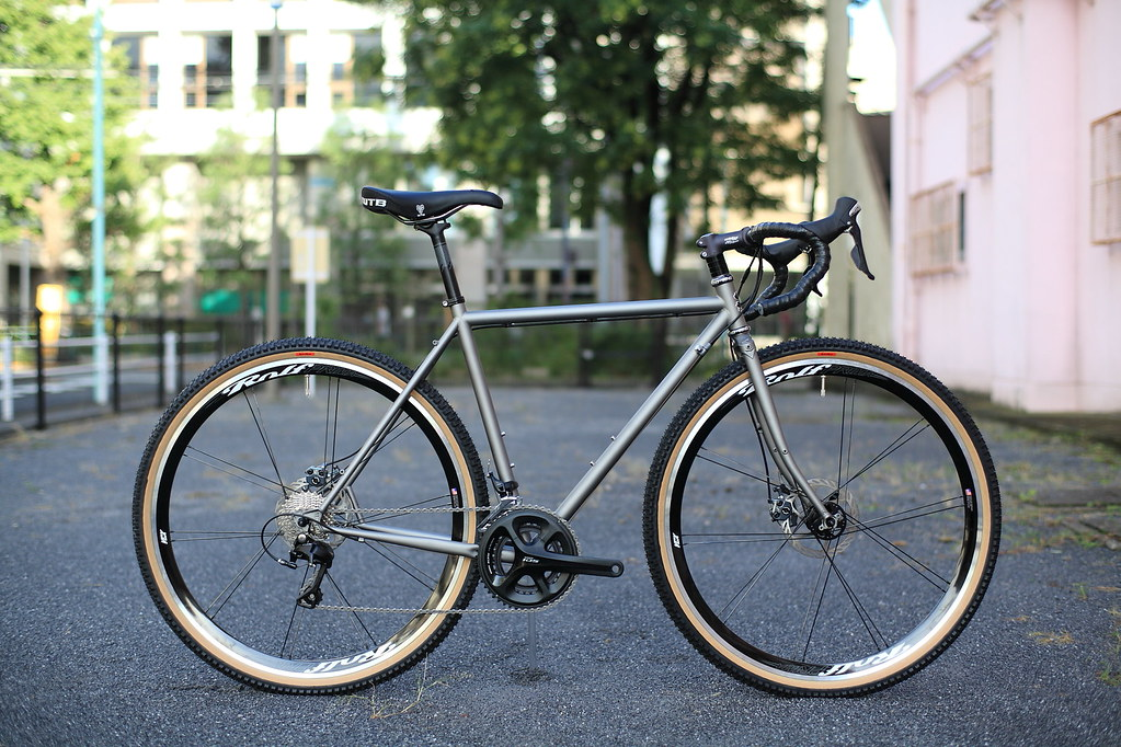 White Tire Paint >> *SURLY* straggler complete bike | *SURLY* straggler ...