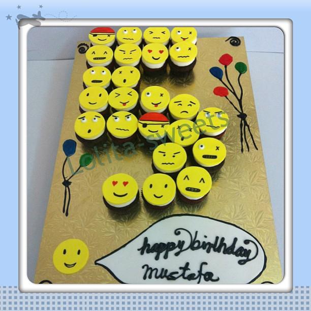Emoji Cupcakes Birthday 50255336 Dessert Food Desserts