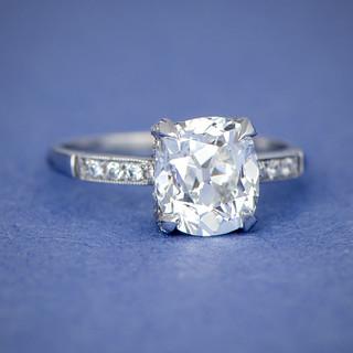 Bague-de-fiançailles-diamant-taille-coussin-vintage-11115-voir-artistique-5