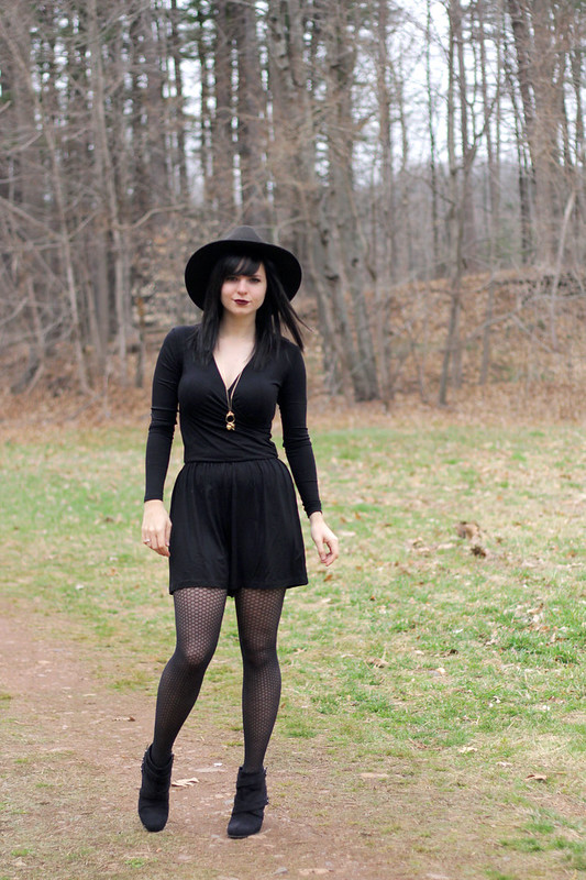romper, ASOS, ASOS romper, long sleeved romper, fashion blogger, gothic, goth style, fishnets with romper