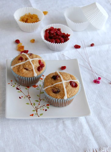 Hot cross muffins / Muffins hot cross | by Patricia Scarpin