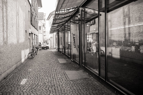 some alley somewhere | by Matthias Rhomberg