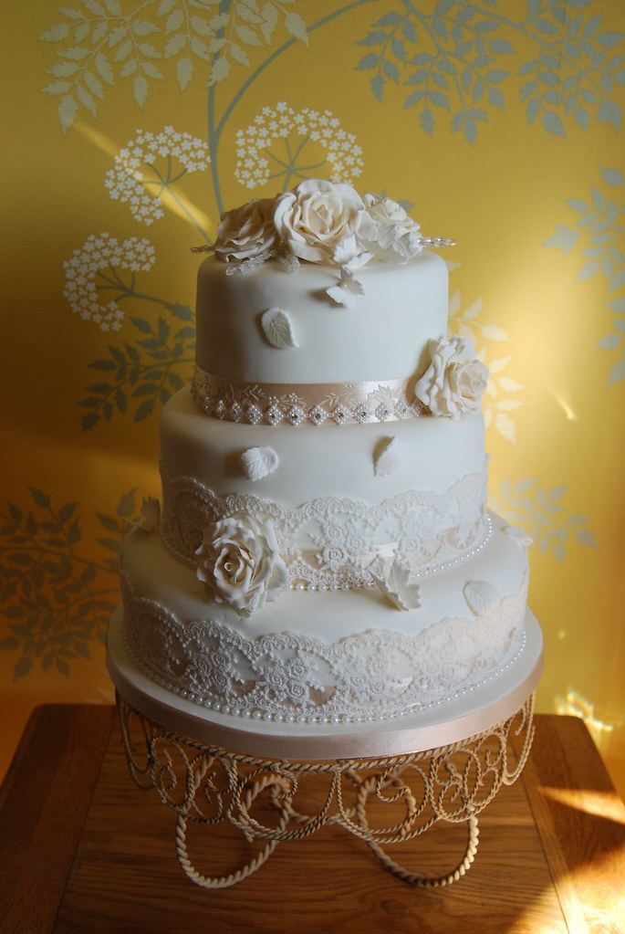 new style of wedding cakes vintage style ivory and champagne wedding cake 17809