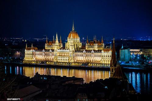 Budapest il parlamento ieri mentre stavo ultimando di for Parlamento ieri