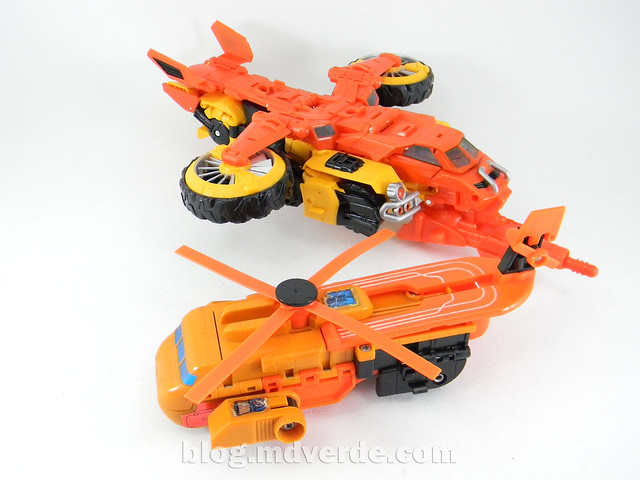 Transformers Sandstorm Voyager - Transformers Generations Takara - modo helicóptero vs G1