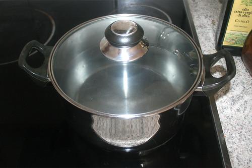 12 - Topf mit Wasser aufsetzen / Bring water in pot to a boil
