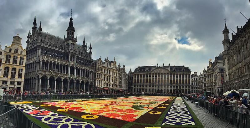 Foto panorámica de la Grand Place de Bruselas durante la Alfombra Floral 2016
