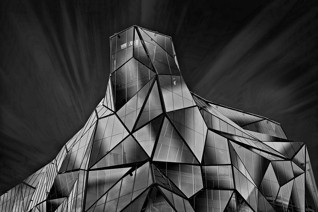 AR04 AR30 zuribeltza (España) - Building of a hundred faces - Tomada en Edificio Sede Osakidetza Bilbao el 190712