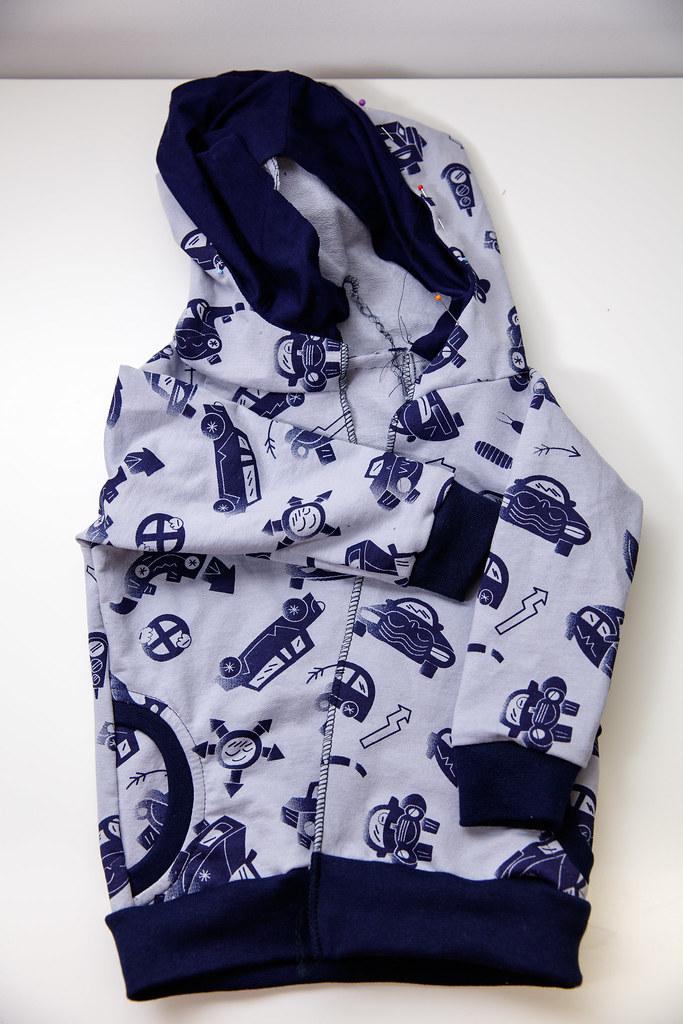 Bluza po doszyciu ściągaczy