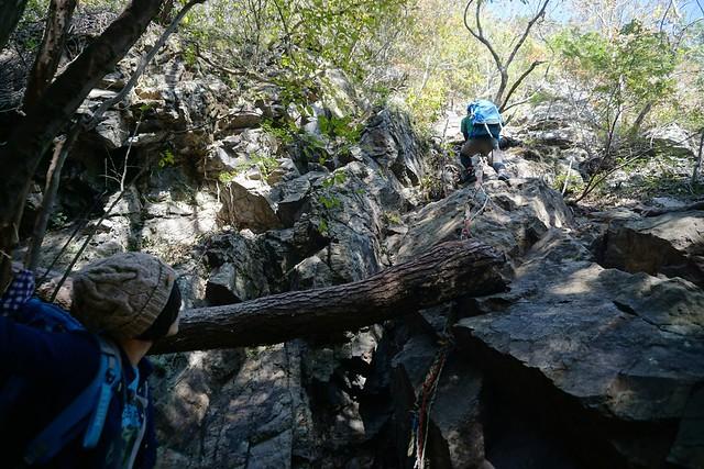 古賀志山 岩場とロープ