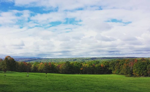 Looking south from the Mill Road overlook #EastAurora #wny #autumn