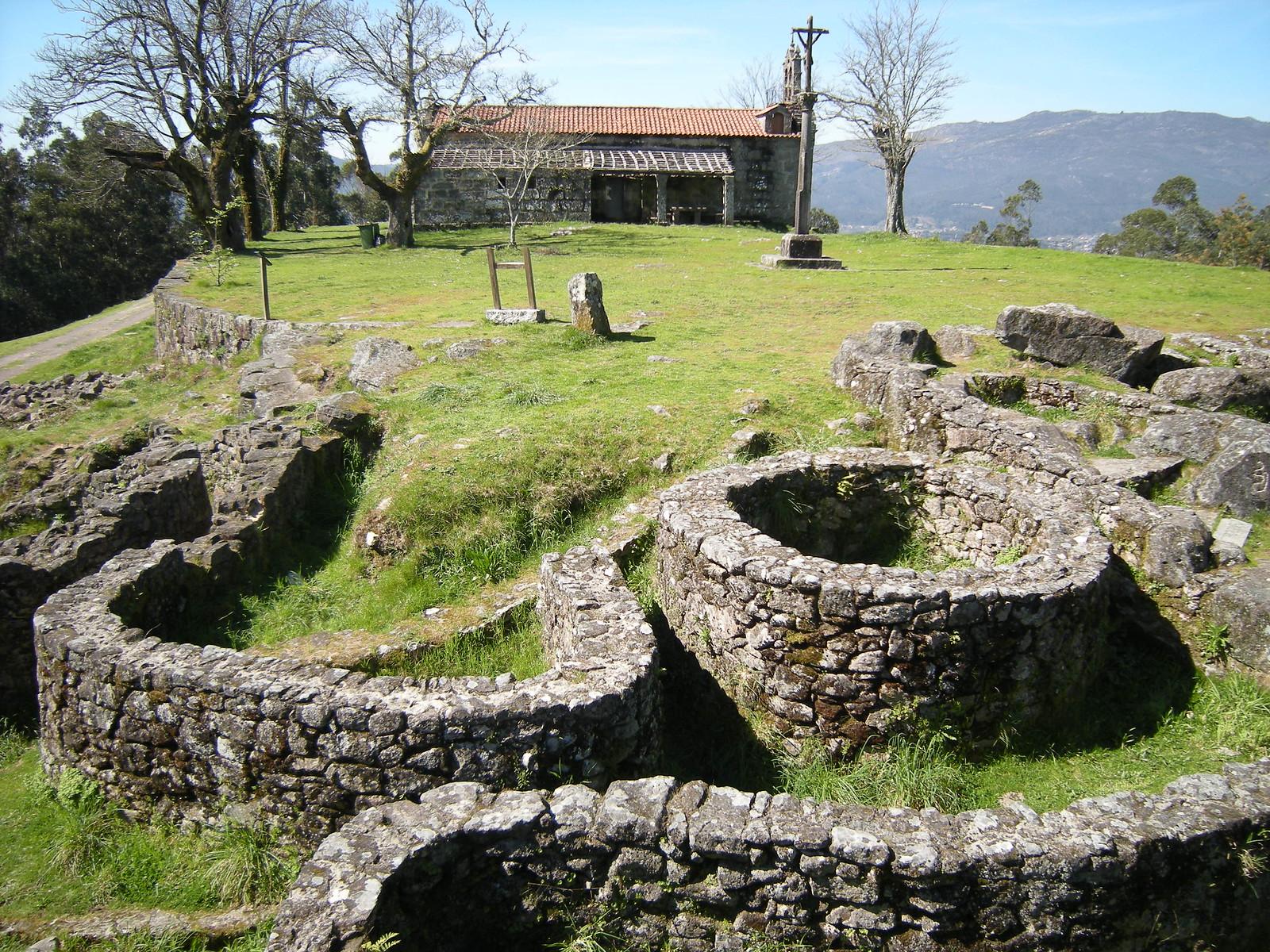 Castro de Troña e capela, Ponteareas
