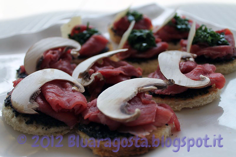 05-crostini con carpaccio