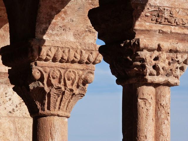 Capiteles románicos en la iglesia de Andaluz (Tierras de Berlanga, Soria)