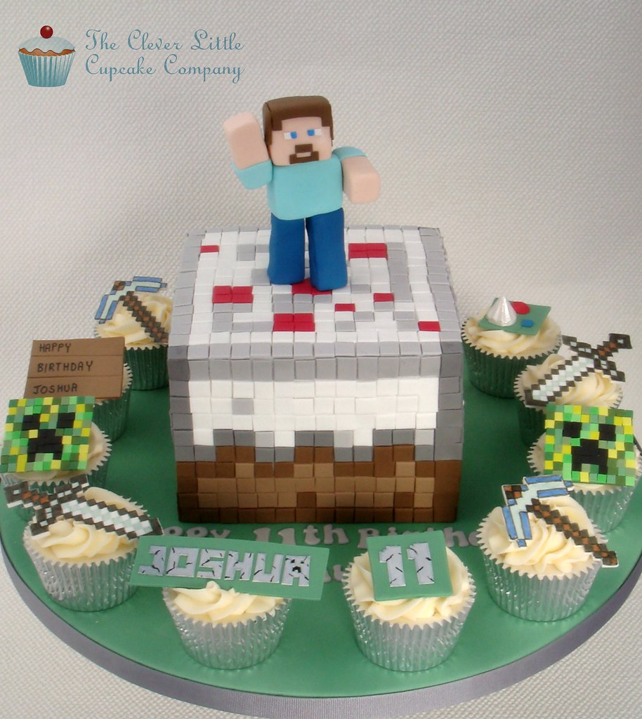Minecraft Cake and Cupcakes | The main cake is a ...