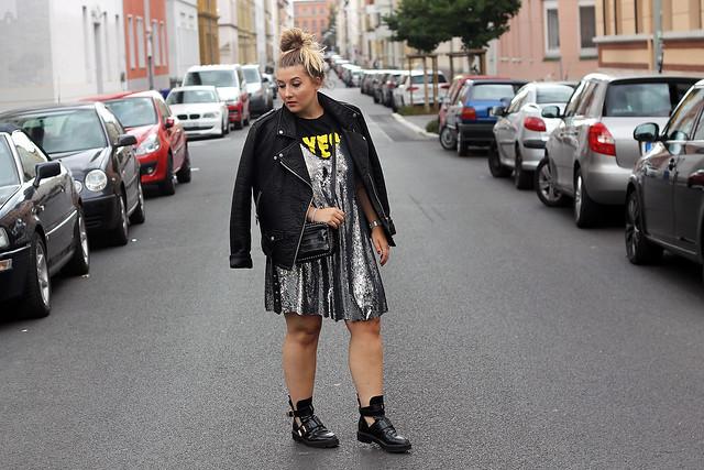 outfit-look-style-modeblog-fashionblog-pailettenkleid-über-shirt-zara-top-balenciaga-boots10