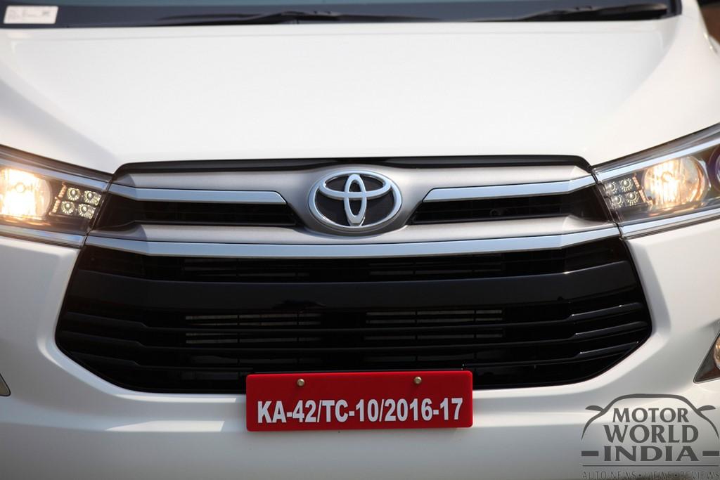 Toyota-Innova-Crysta-Front (2)