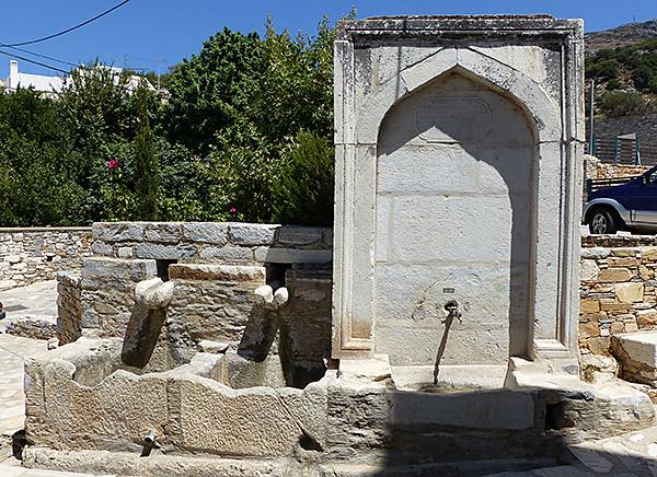 vieille fontaine de Filoti
