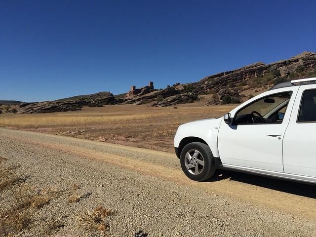 Carretera sin asfaltar al castillo de Zafra (Guadalajara)