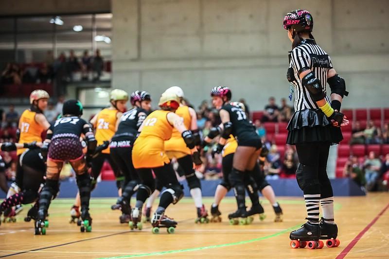 Roller derby stuttgart valley rollergirlz vs hot wheel for Roller in stuttgart