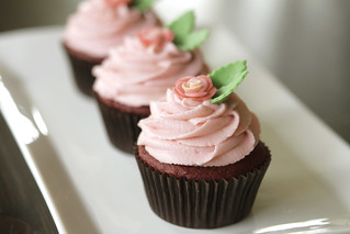 red velvet mother's day cupcakes | by MiniBaker