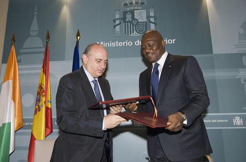 Los ministros del interior de espa a y costa de marfil jo for Ministerio de interior madrid