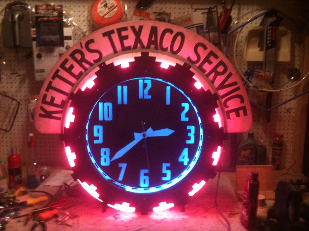 Vintage Encc Cleveland Neon Aztec Service Station Clock