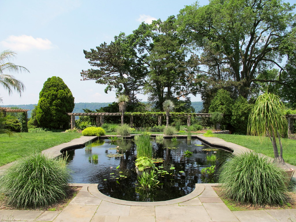 Reflecting pool wave hill garden kristine paulus flickr for Garden reflecting pool