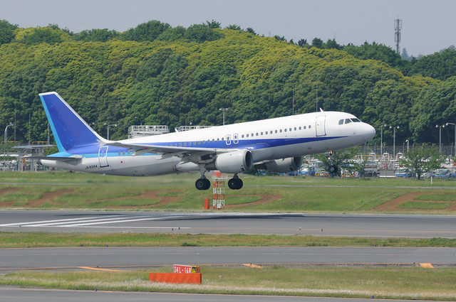 JA8384 A320-200 成田空港 2012/5/26