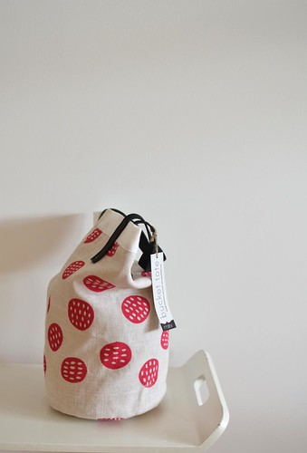 bucket tote | by leslie.keating