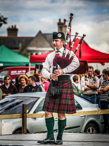 Solo Piping at Aboyne Games 2010 | by FotoFling Scotland