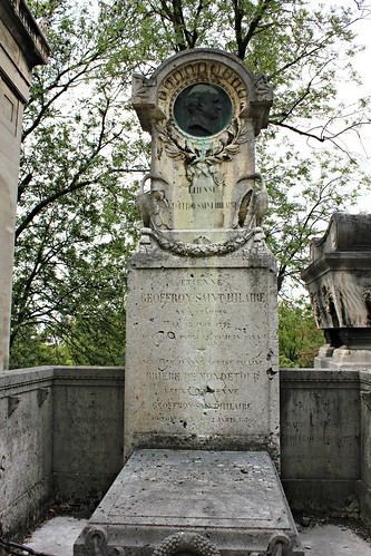 "Grave of Étienne Geoffroy Saint Hilaire (1772-1844) - Naturalist, evolutionary biologist and zoologist / Established the principle of ""unity of composition"" 