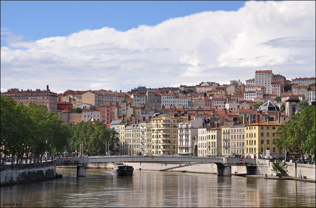 Lyon la croix rousse lyon france old city quarter pont for Garage lyon croix rousse