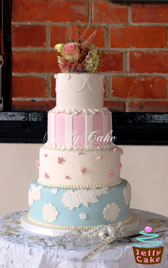 free wedding cake vintage wedding cake all set up at the venue with the 14450