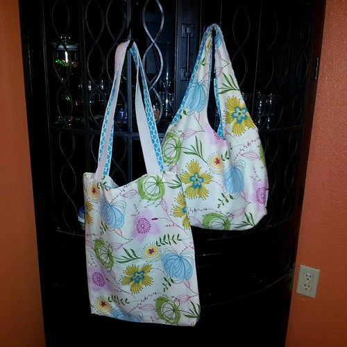 I was so lucky...my swap partner sent me two tote bags!  She is so sweet... | by thread of hearts
