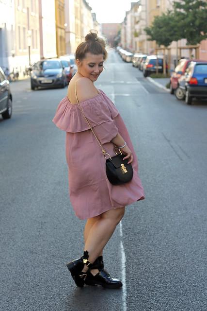 fashionpassionlove-gewinnspielwoche-outfit-look-style-offshoulder-kleid-balenciaga-lookalike-boots8