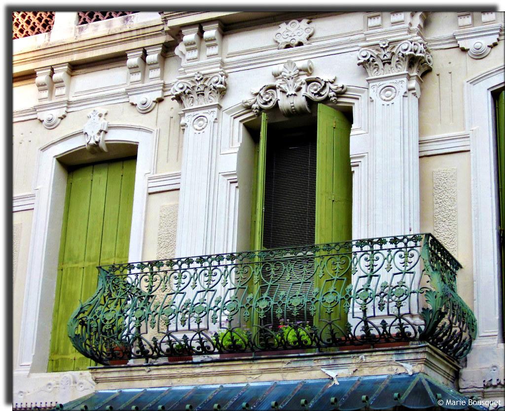 balcon en fer forg et ornements en stuc marie bousquet. Black Bedroom Furniture Sets. Home Design Ideas