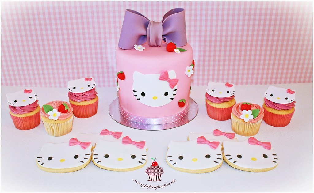 Hello kitty dessert table for Table exterieur hello kitty