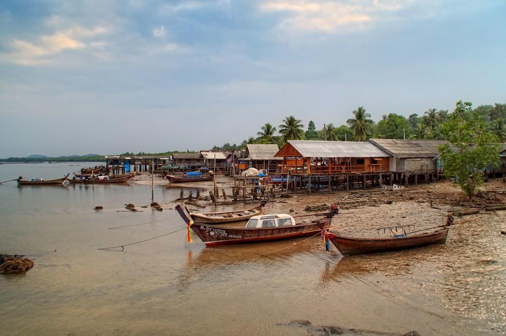 Ko Jum - เกาะจำ  Koh Jum (Thailand) is a small island, arou…  Flickr