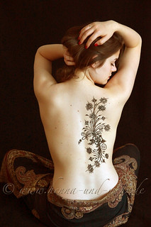 Bodypainting with khidab on a back | by olga_rashida