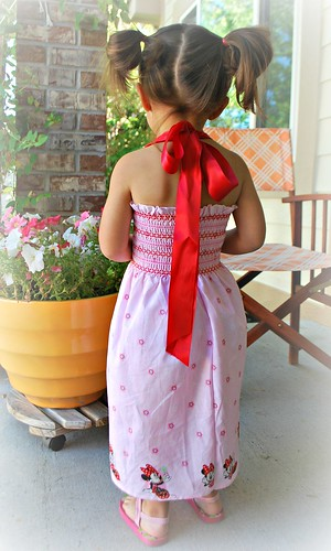 Back of  Minnie Mouse dress