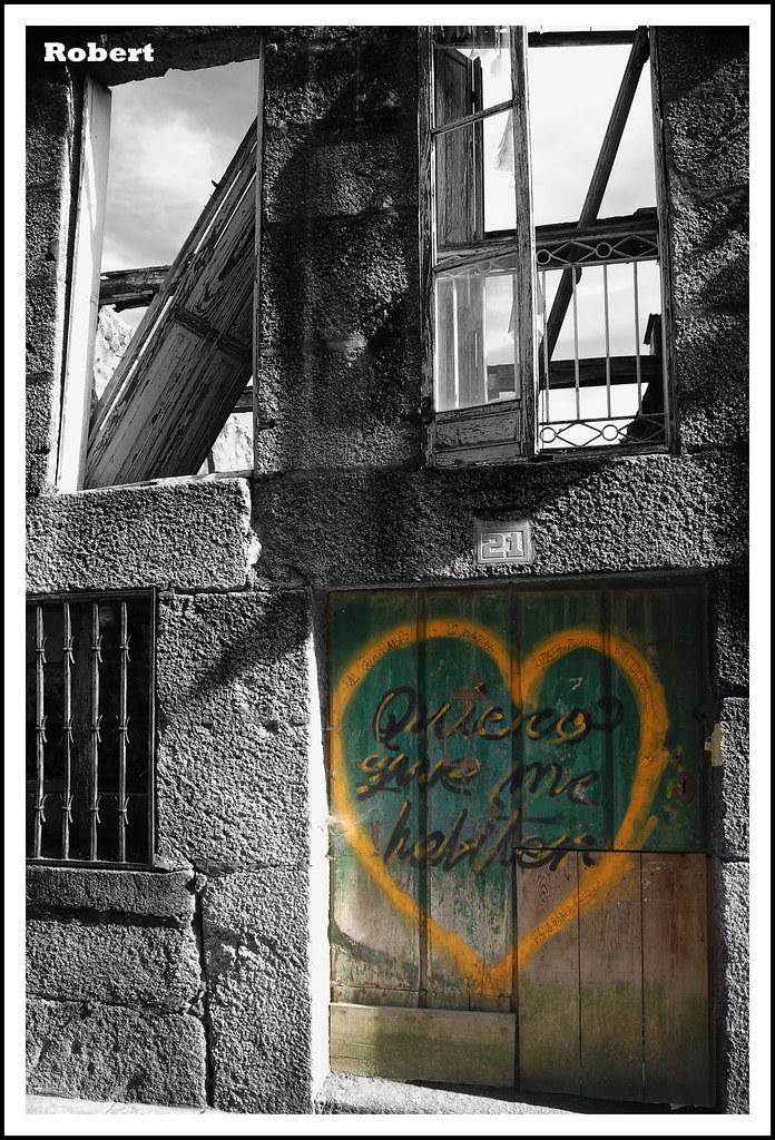 Quiero que me habiten pintada en la puerta de una casa - Quiero una casa ...