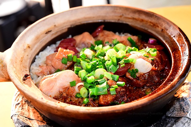 Fragrant and aromatic claypot chicken rice
