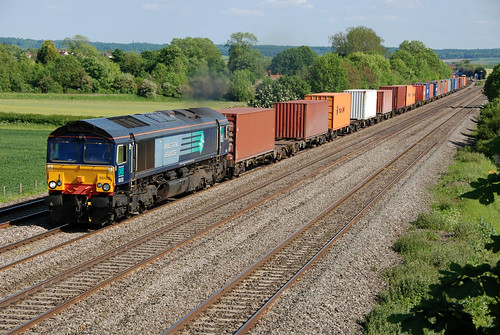 66420 4M68 Southampton - Birch Coppice freightliner passes Cholsey | by Andy 81E