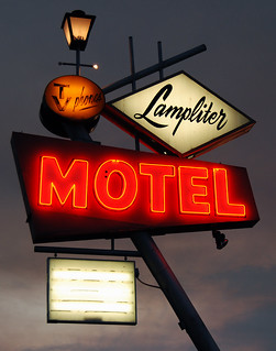 Lampliter Motel | by Roadsidepictures