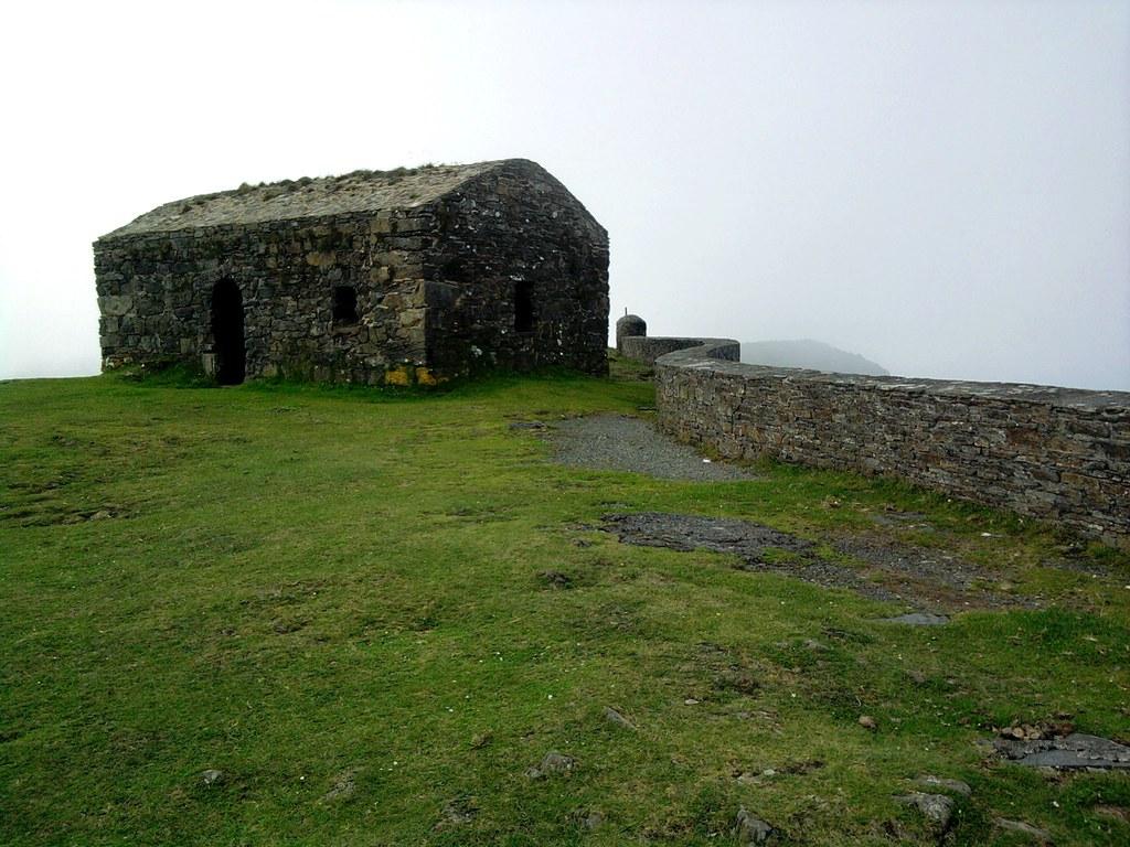 Ermita a garita de Herbeira  Ermita en la montaña. Desde aq…  Flickr