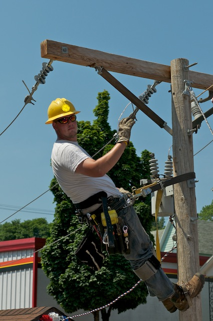 how to become a power lineman