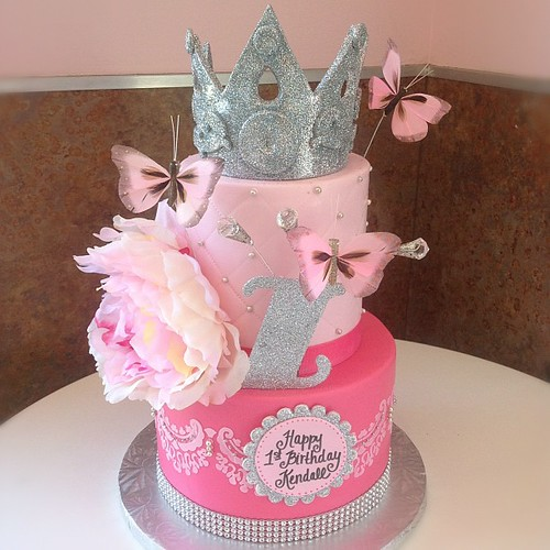 Kendall's 1st Birthday Cake! Pretty In #pink! #cupcake #ca