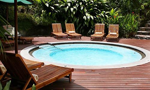 Piscina phoenix construcci n de piscinas estilo phoenix flickr for A swimming pool is circular with a 40 ft diameter